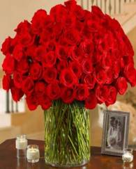 100 Red Roses in Glass Vase